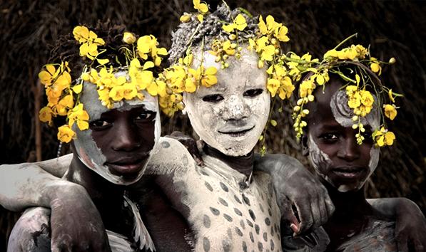 تنها قبیله ای که مثل انسان های اولیه زندگی می کنند!
